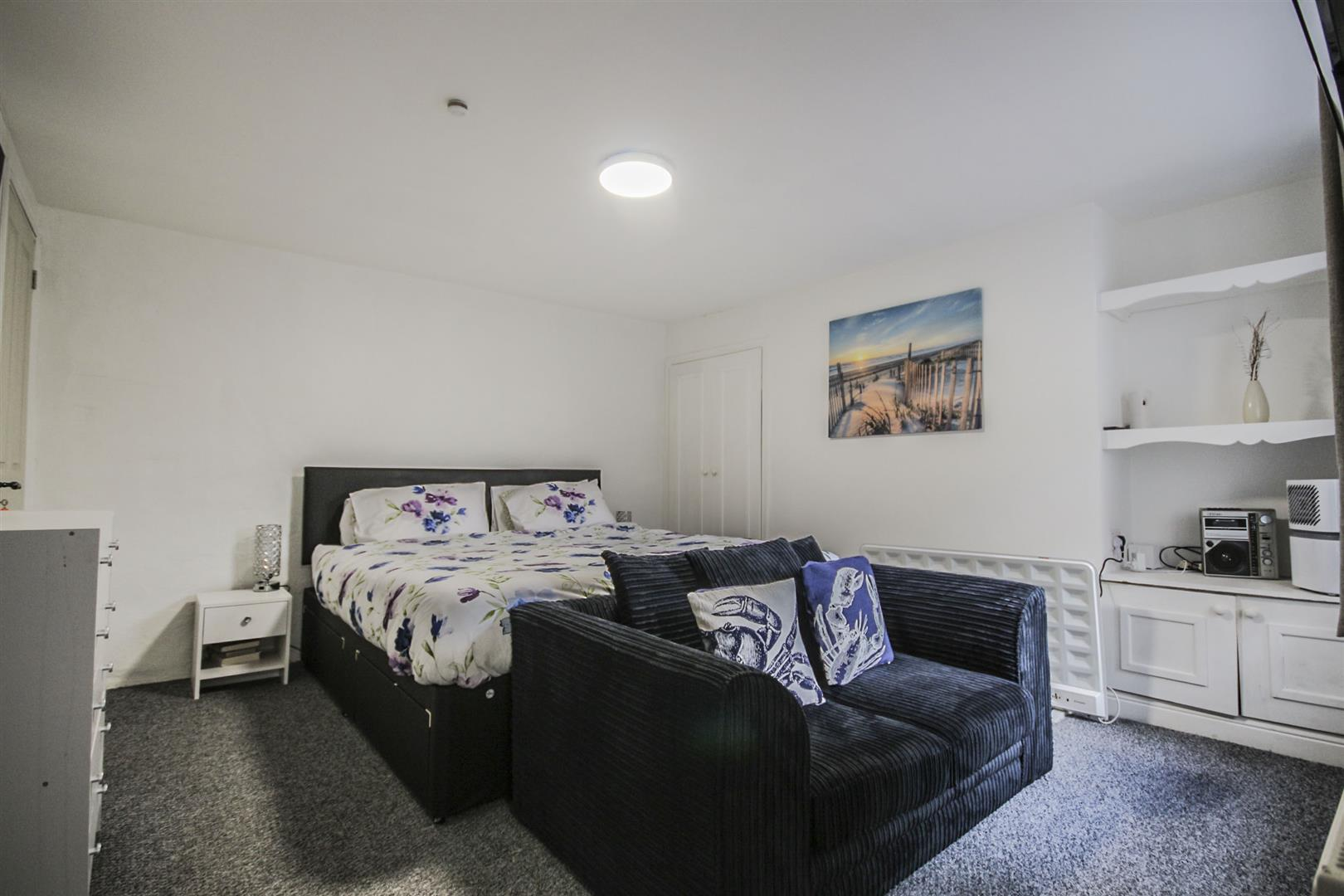5 Bedroom Mid Terrace House For Sale - Edit_3.jpg